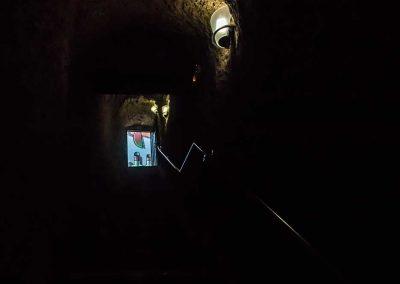 Escalera de acceso al exterior de la bodega